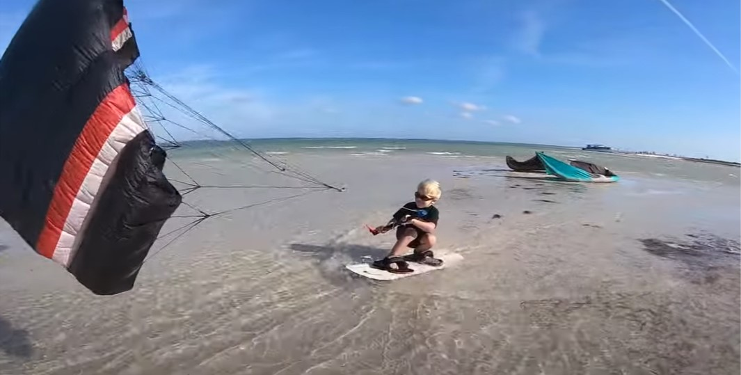 Lincoln Parker, 4 years old kiteboarder